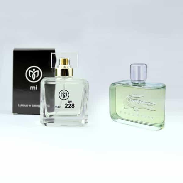 228. Essential – Lacoste